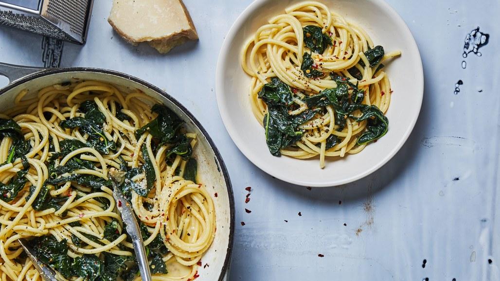 spaghetti-aglio-e-olio-with-lots-of-kale1